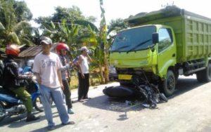 sepeda-motor-vs-truk
