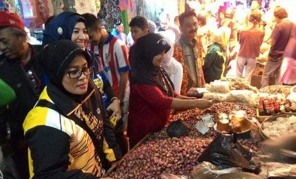 antusiasme-pedagang-dan-warga-solo-menyambut-pasar-klewer-baru