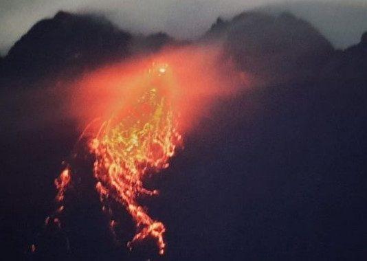Lava Pijar Gunung Merapi
